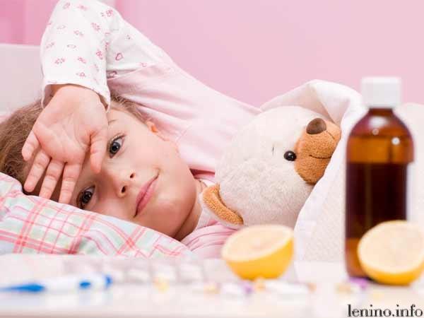 Нужно выяснить причину, почему у ребенка болит горло.
